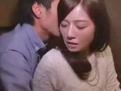 【エロ動画】コタツオナニーで感じまくるスレンダー人妻が嬉しそうにNTR不倫セックス!