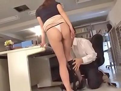 【エロ動画】ミニスカで生徒を誘惑するビッチな巨乳女教師が濃厚ザーメンをごっくん…