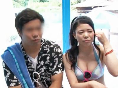 【エロ動画】水着の巨乳娘をMM号にナンパして彼氏の目の前で中出し&NTRセックス!