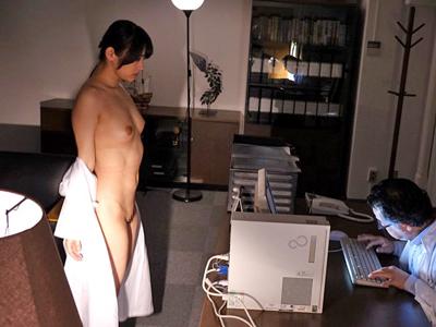 【エロ動画】成功した巨乳美人の研究員に嫉妬した同僚が正常位・バックで怒りの凌辱レイプ!