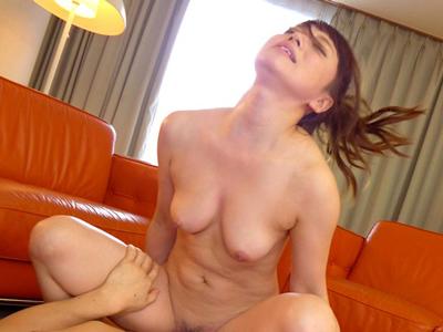 【エロ動画】3Pセックスの騎乗位・正常位で犯されまくり顔射を受ける巨乳美少女の初川みなみ